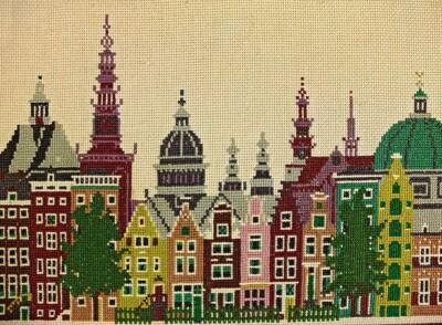 Geborduurde torens en grachtenhuizen Amsteram, ontwerp Mies Bloch