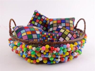 Kralenmandje met kleurrijke kussentjes