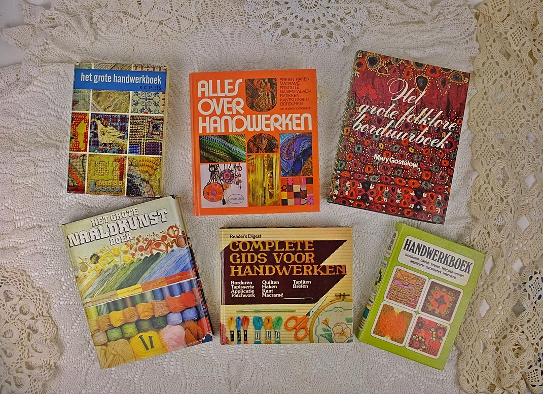 zes dikke handwerkboeken
