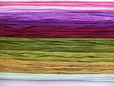 dmc draden in acht kleuren naast elkaar