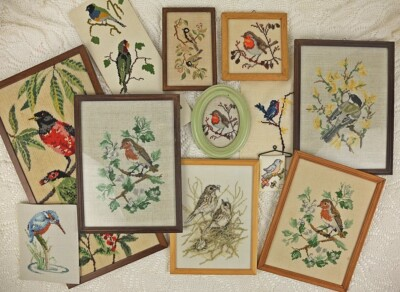 Twaalf borduurwerkjes van vogeltjes