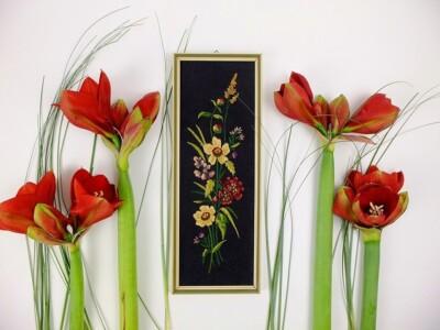 Bloemenschilderijtje in platsteek met Amaryllissen