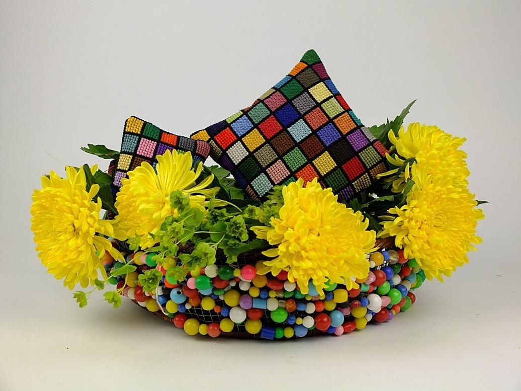 Kralenmandje met gele bloemen