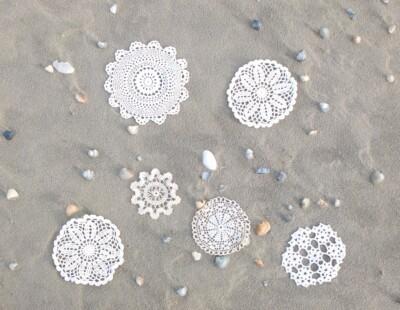 Gehaakte kleedjes op strand