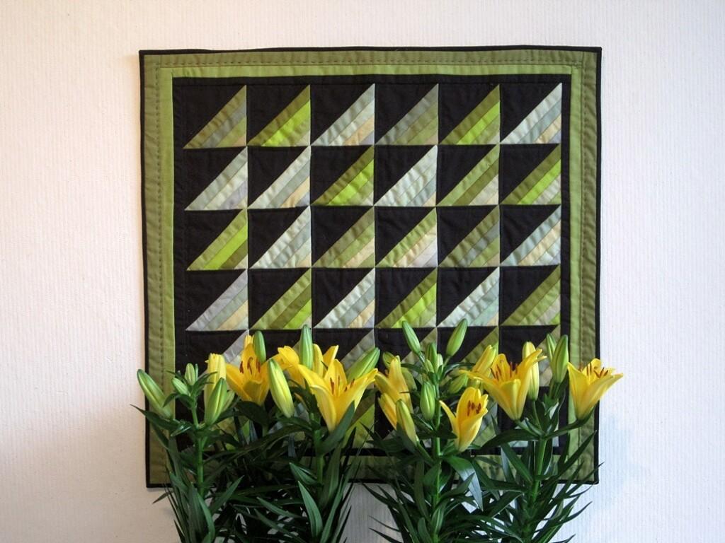 Groen quiltje roman stripes met lelies