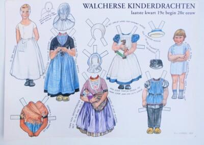 Knipplaat aankleedpoppen met klederdracht Walcheren