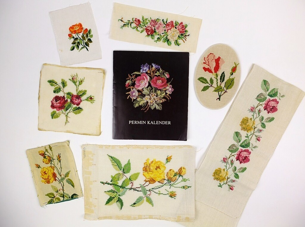 Permin kalender met rozen borduurwerkjes