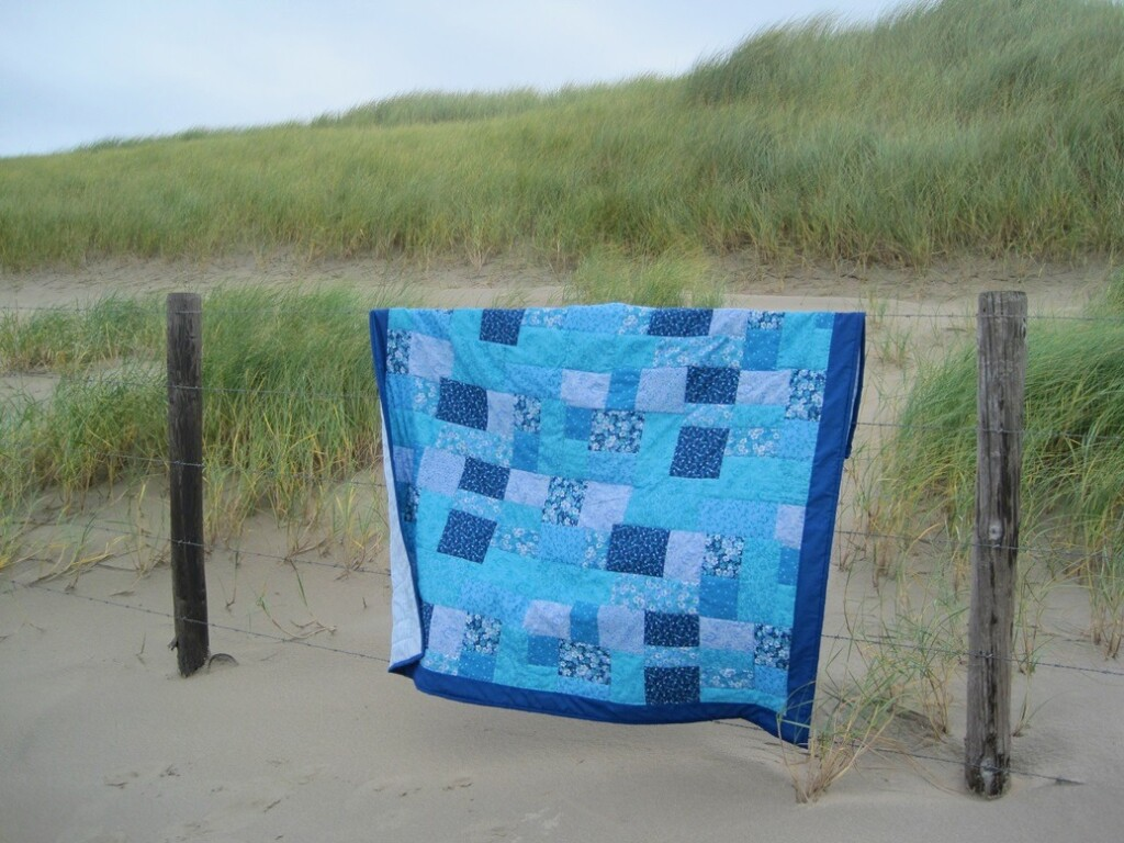 Zomerquilt over hek in duinen