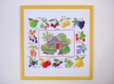 Borduurwerk boerderij met fruitrand