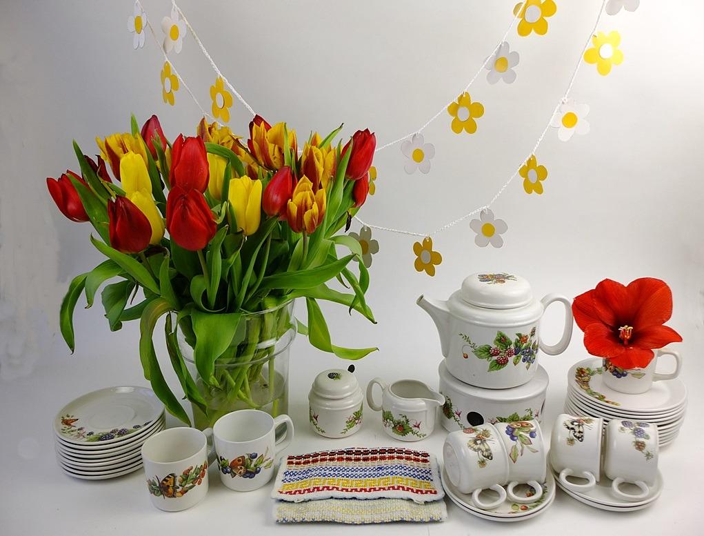 Servies met tulpen