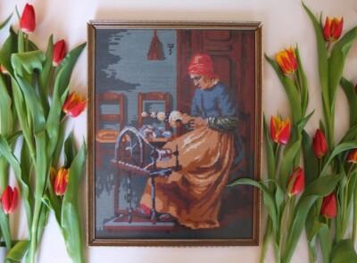 Tapisserie vrouw achter spinnenwiel, decoratie tulpen