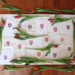 Geborduurde tulpjes op linnen