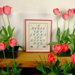 Geborduurd alfabet met tulpen