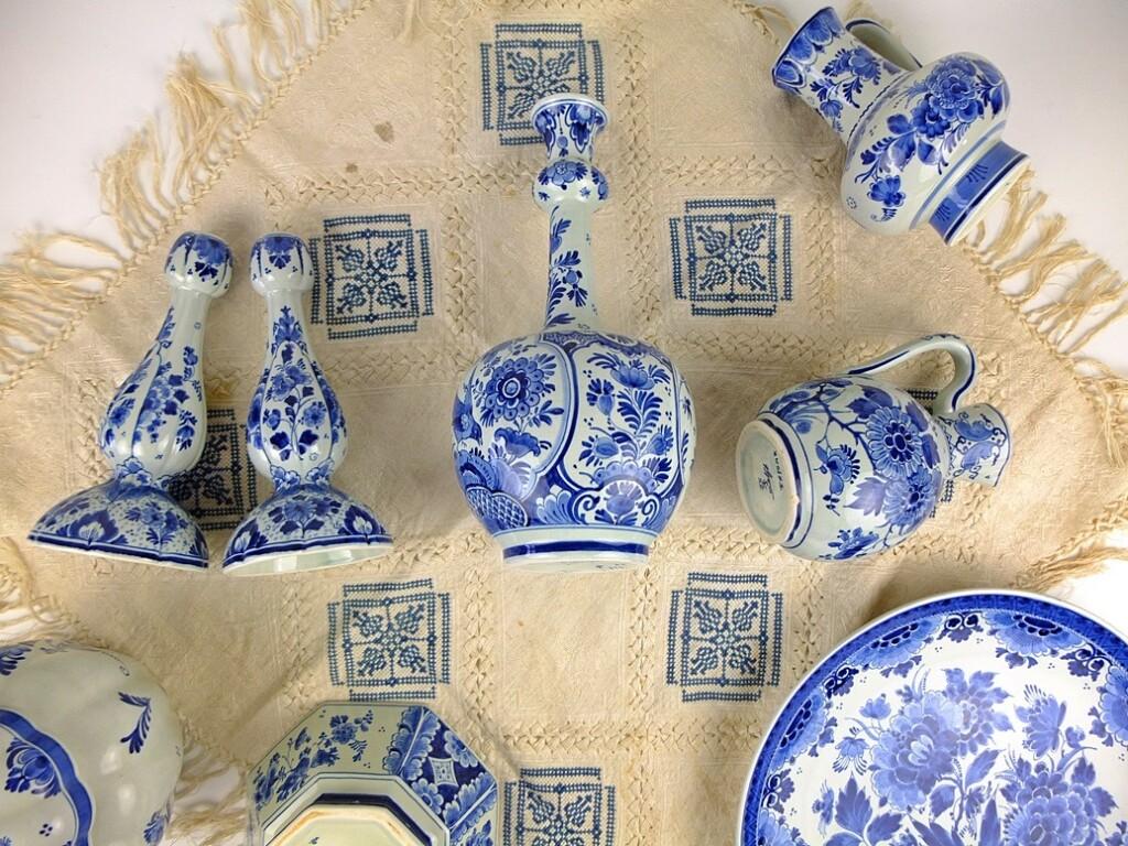 Geborduurd kleedje met Delfts blauw