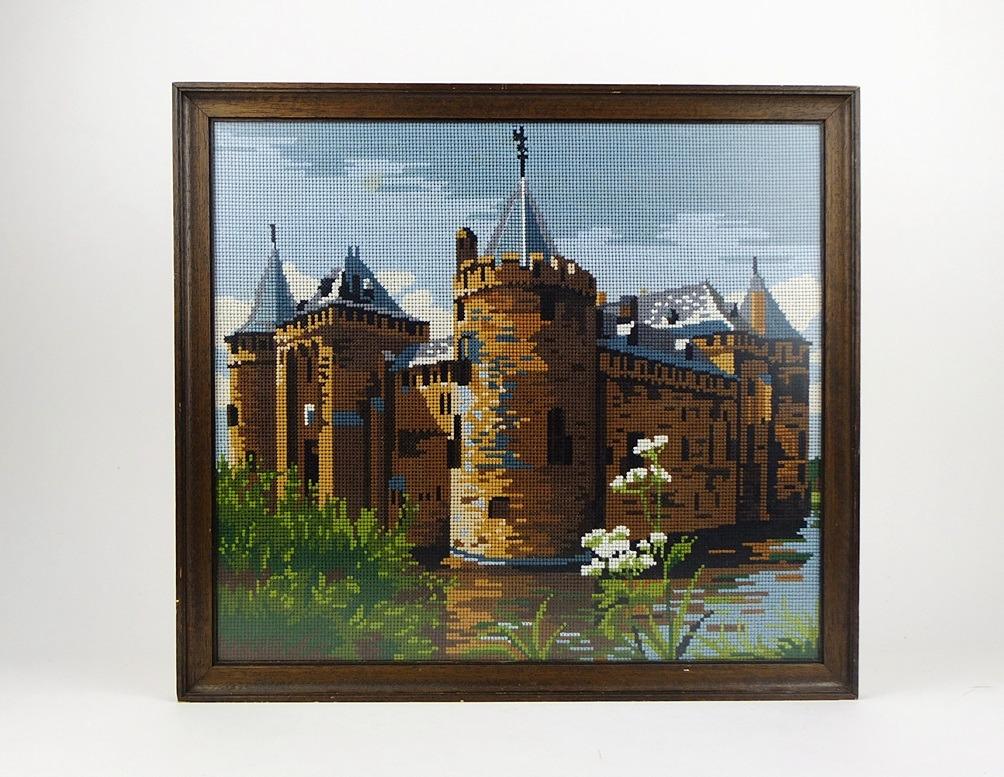 Geborduurd schilderij kasteel met Fluitekruid