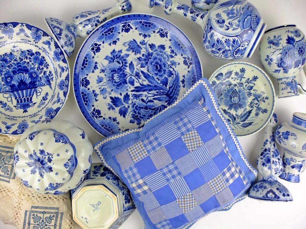 Patchwork kussentje temidden van Delfts blauw