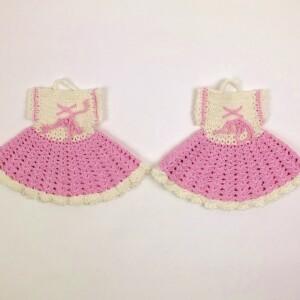 Pannelappen in vorm van roze jurkjes