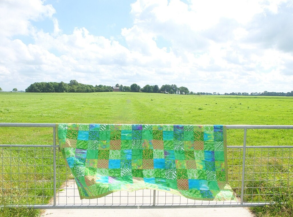 Fair trade quilt over hek in Groningen