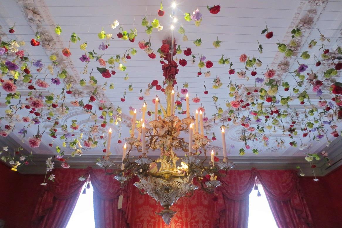 Bloemen aan plafond op paleis het Loo