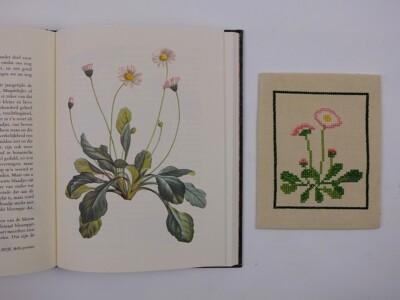 Boek Rousseau met geborduurd madeliefje