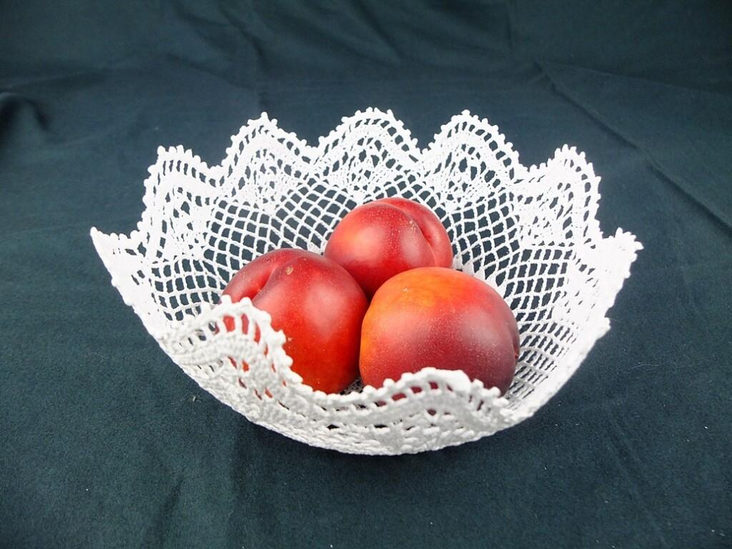 Gehaakt mandje met nectarines