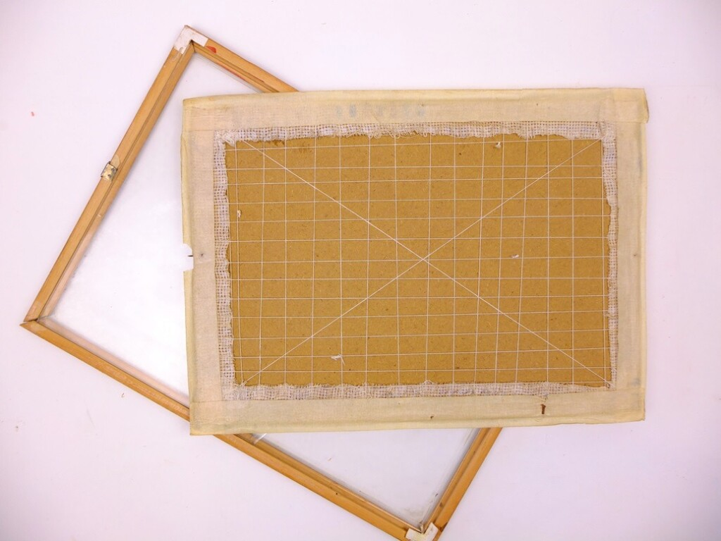 Los-lijstje-en-achterkant-opgespannen-borduurwerk
