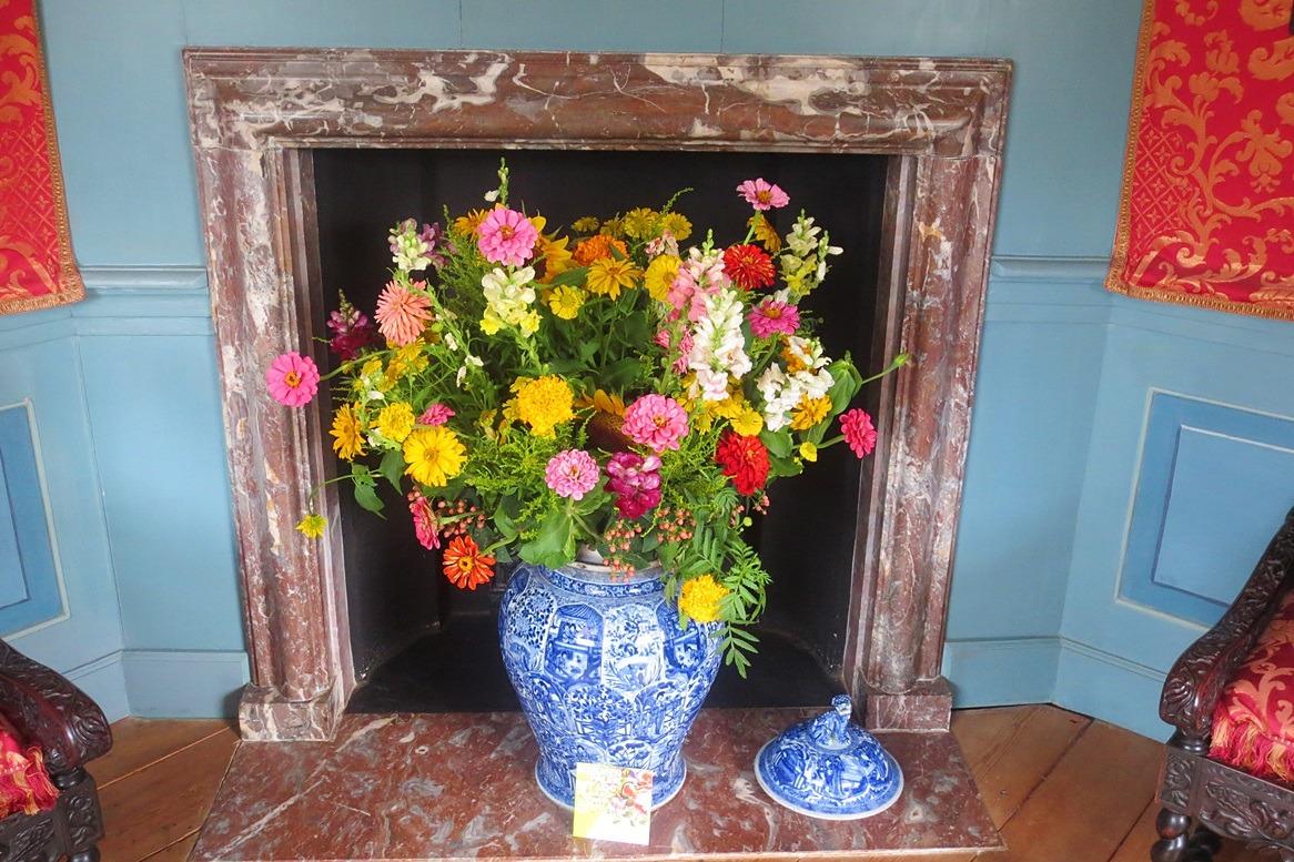 Bloemen in schouw op paleis het Loo