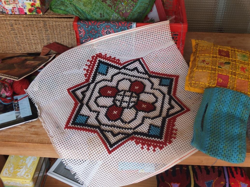 Contouren etnische bloem op grof stramien