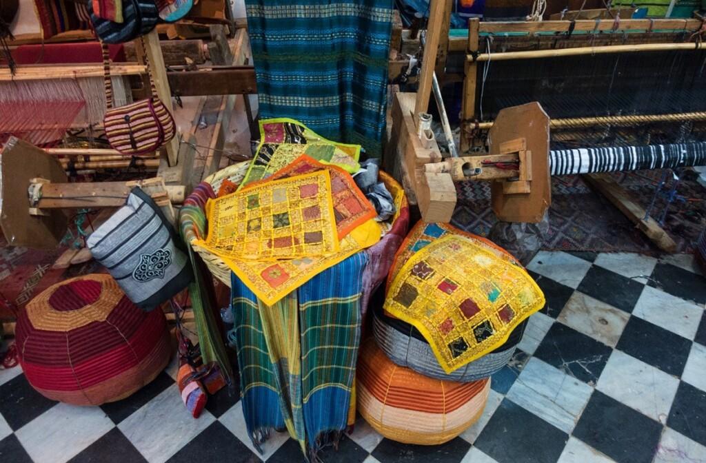 Kussens in winkeltje in Marokko