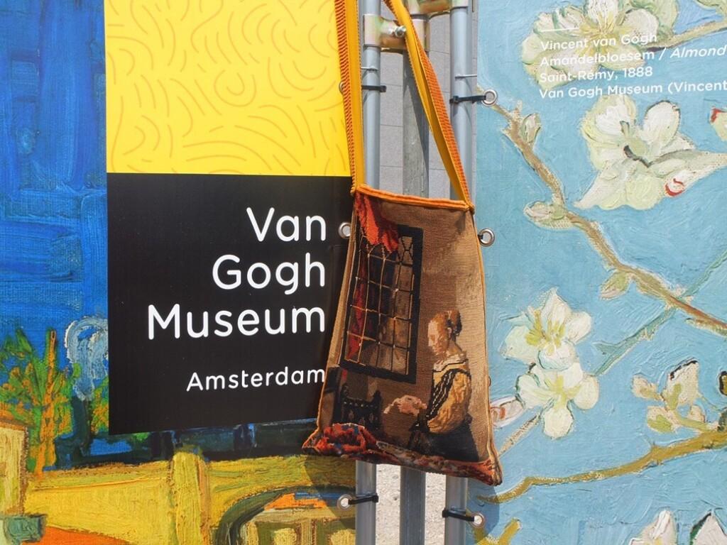 Tapisserietas voor schermen bij van Gogh museum