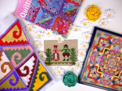 Vrolijk gekleurde handwerkjes met gehaakte margrietjes
