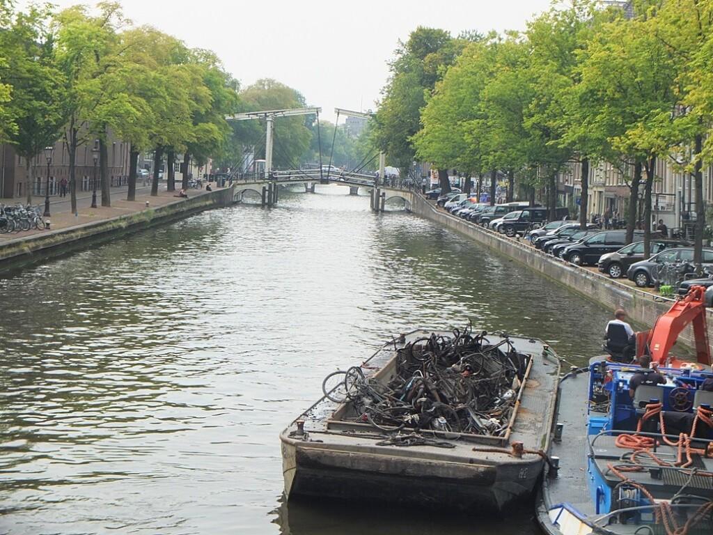 Fietsen baggeren in Amsterdam