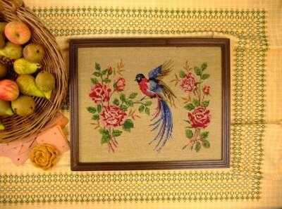 Geborduurd schilderij vogel en rozen