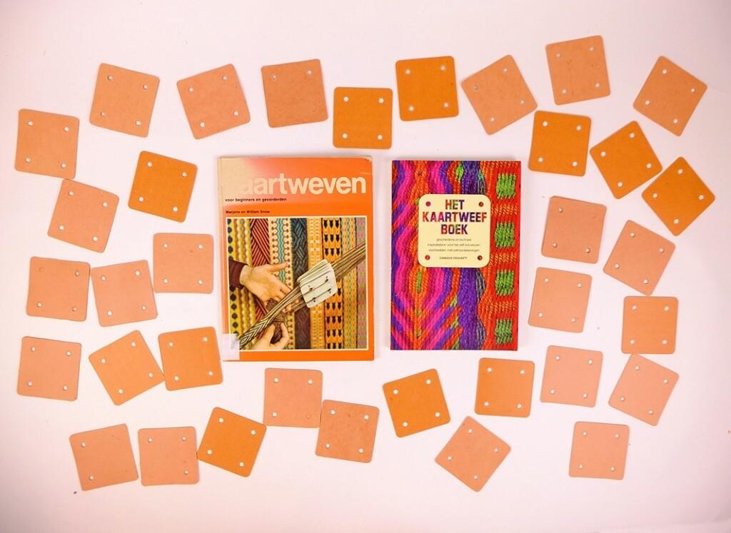 Kaartjes en boeken kaartweven