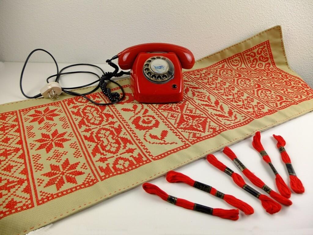 Borduurlap Rand per week met rode telefoon