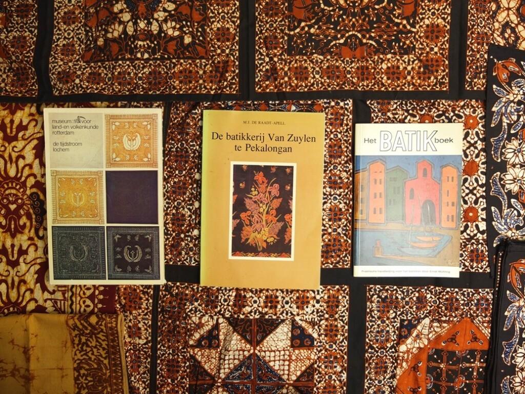 Drie boekjes over batik