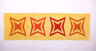Patchwork geel kleedje met oranje sterren