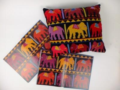 Bek Etnische moteiven en geborduurd kussen met olifanten