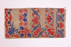 Borduurwerk antiek in rood en blauw