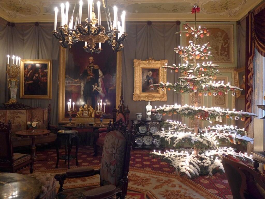 Kerstboom in zitkamer paleis het Loo