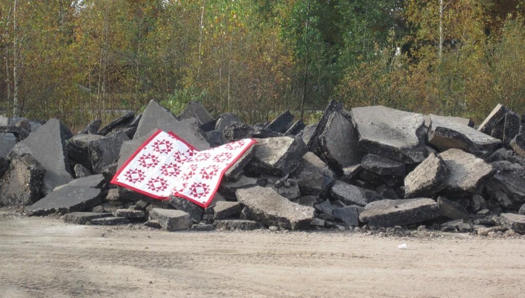 Kerstquilt-op-brokken-asfalt