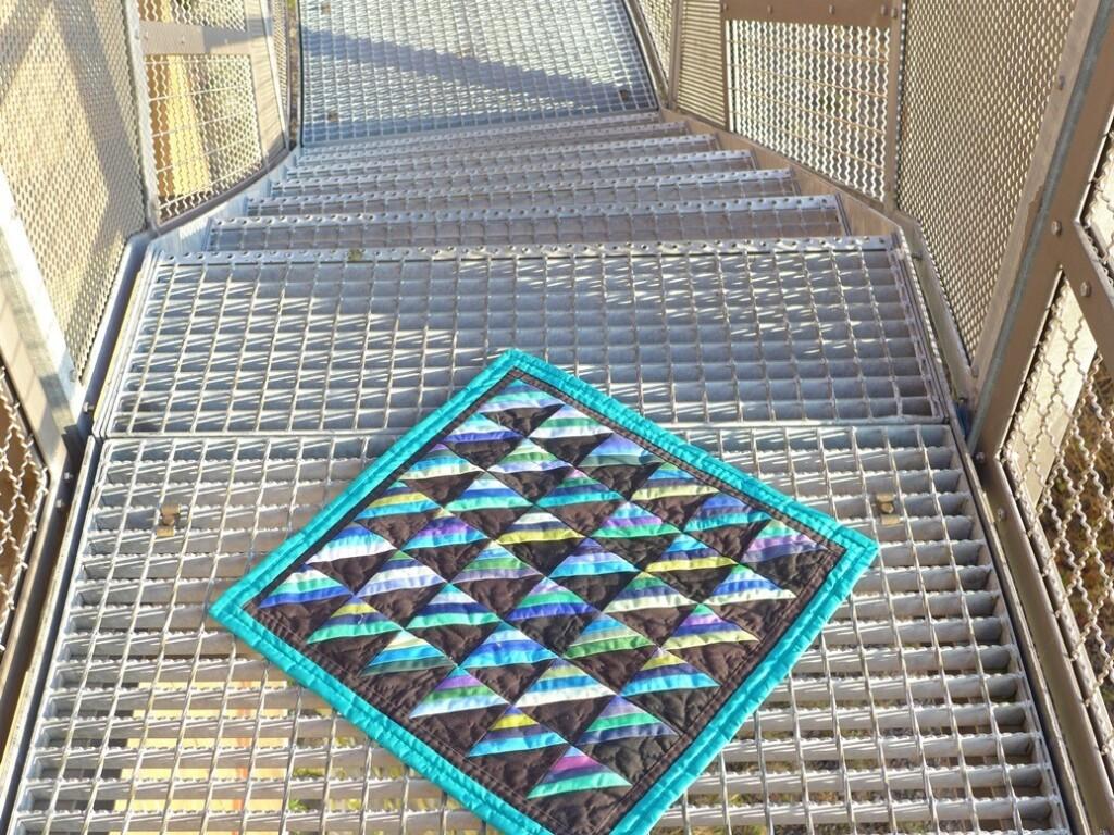 Quiltje Roman Stripes op trappen