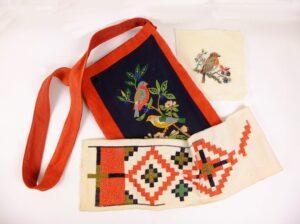 Tasje met vogeltjes en oud borduurwerk