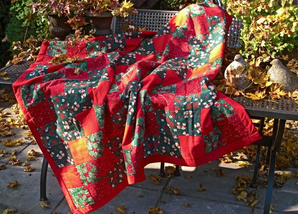 Kerstkleed op tuinbank