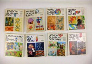 Acht boeken uit Ariadne handwerkbibliotheek