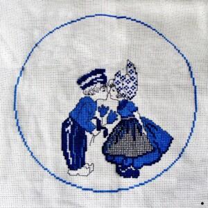KLM delfts kussend-koppel borduurwerk