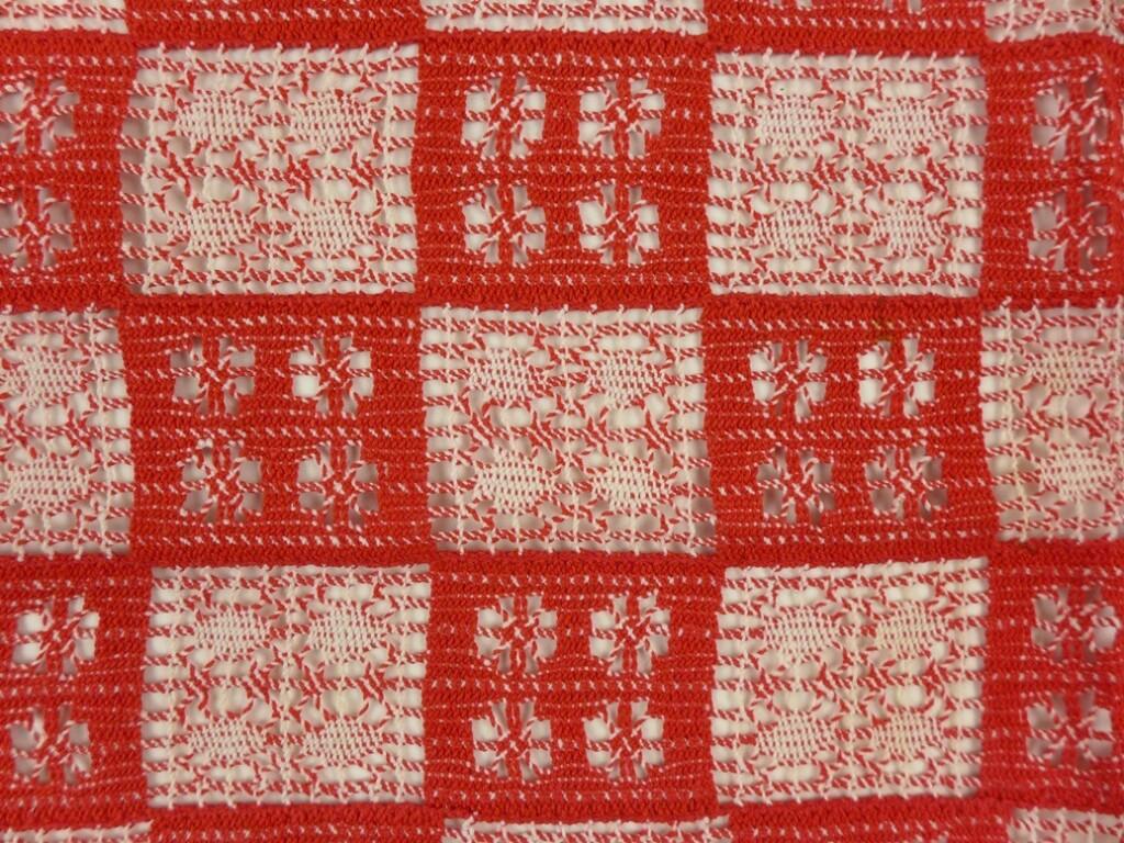 Kantklos kleedje in rood en wit