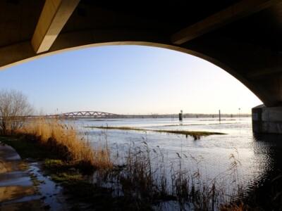 Onder brug bij IJssel