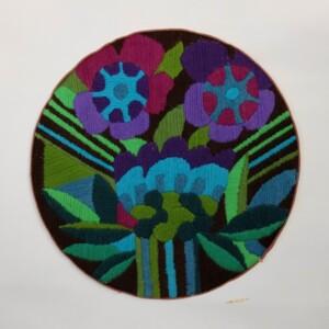 Rond borduurwerk in platsteek