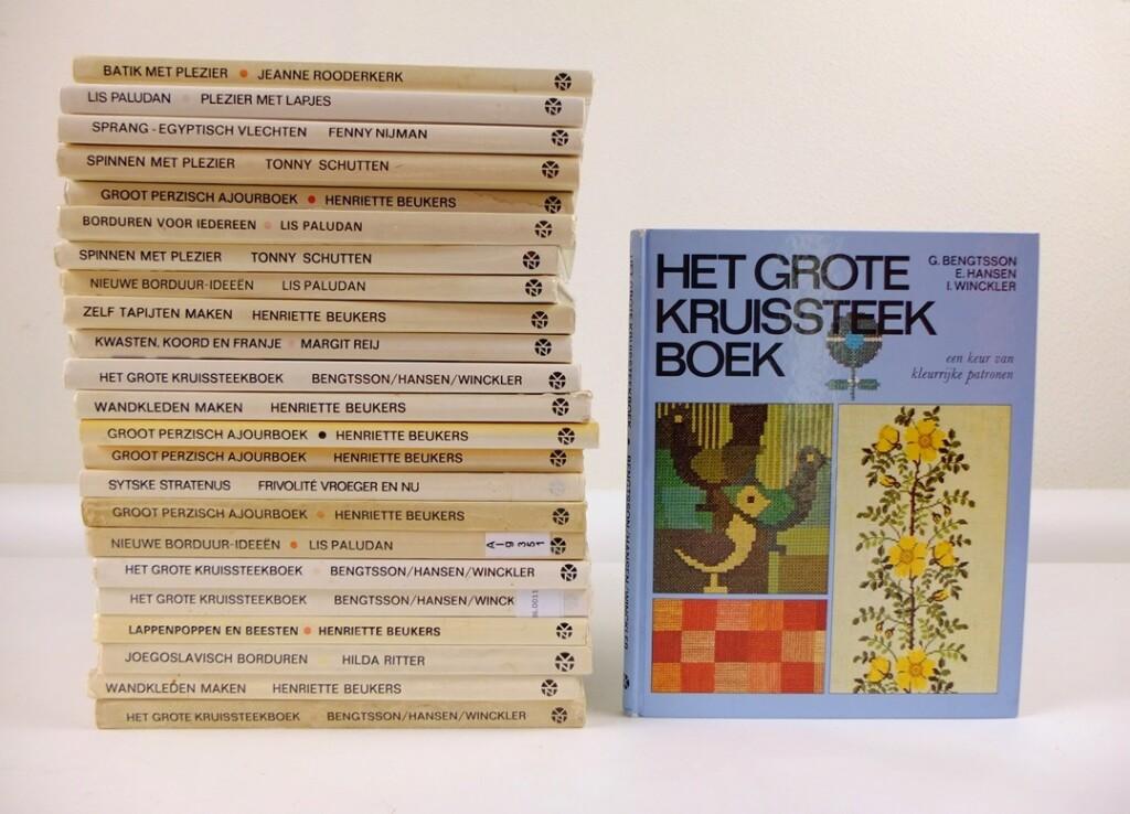 Stapel boeken Ariadne handwerkbibliotheek